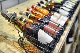 etiquette vinicole personnalisée sur bouteille de vin